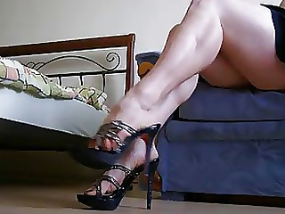 Amateur Feet Fetish Foot Fetish Juicy MILF Skirt Upskirt