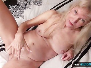 Amateur Ass Blonde Boobs Granny Hairy Lesbian Licking