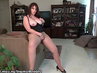 Brunette Car Curvy Gorgeous Mammy Masturbation Mature MILF