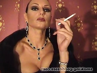 Amateur Homemade Mammy MILF Smoking Webcam