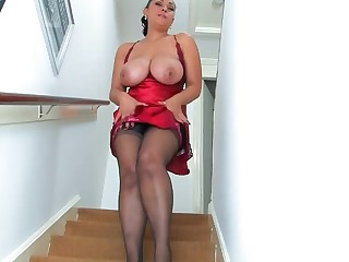 Amateur Big Tits Boobs Brunette Mammy Masturbation MILF Natural